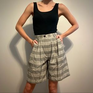 Vintage women's size 4 high waisted plaid shorts